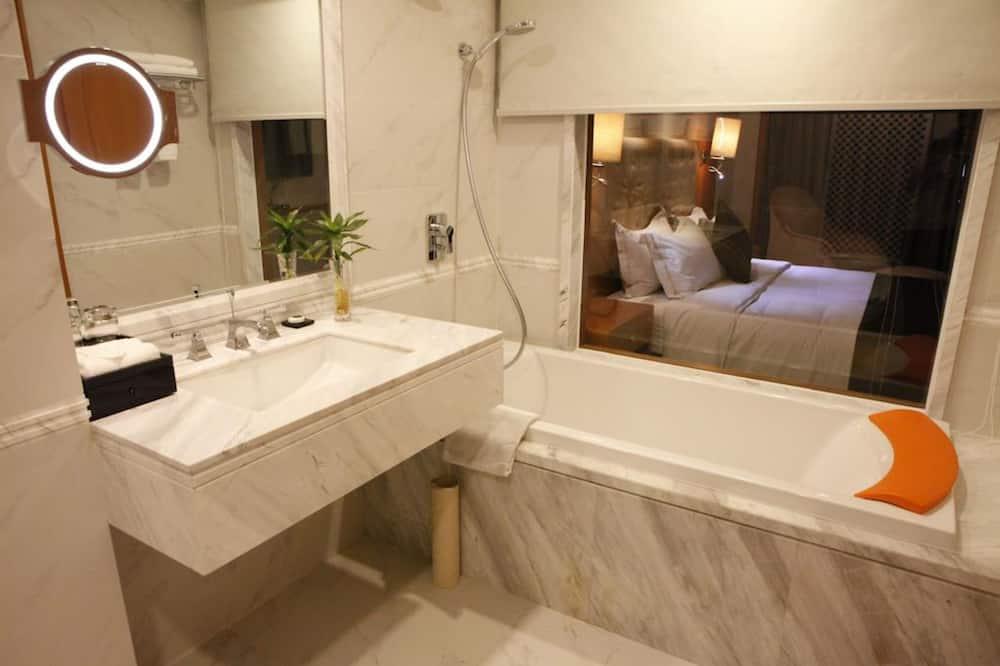 豪华套房 - 浴室