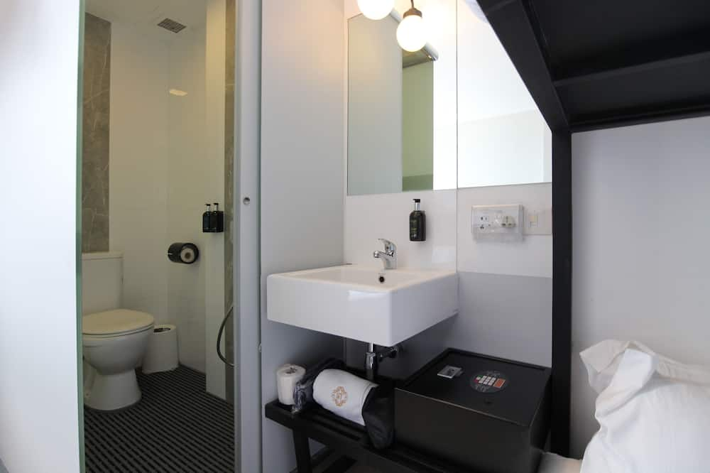 Quad Room, 5 Hours Only: 3PM - 8PM - Bathroom