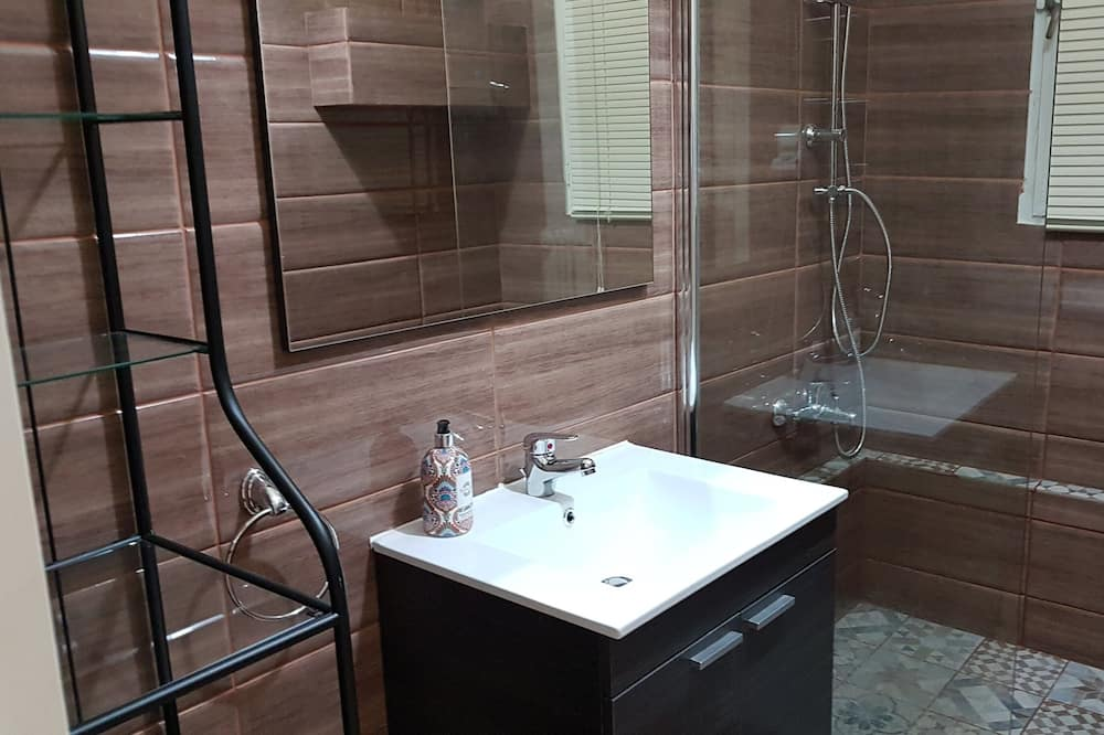 Apartment, 5 Bedrooms - Bathroom