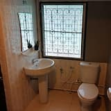 Basic Double Room (Air conditioning) - Bathroom
