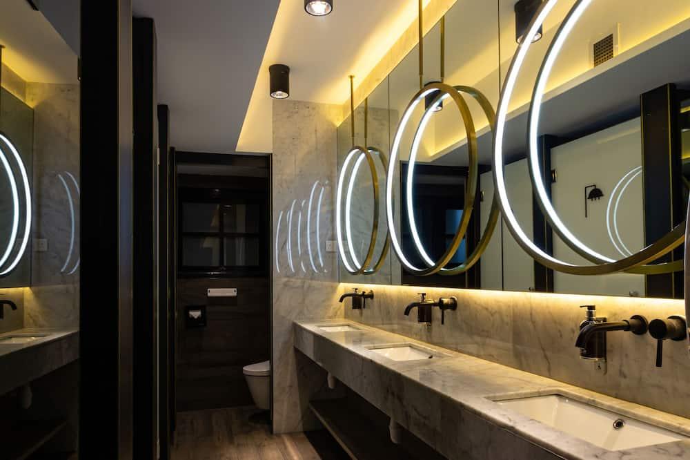 Double Room - 5 hrs (9AM - 2PM) Shared Bathroom - Shared bathroom