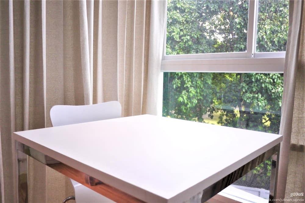 Studio - Park view
