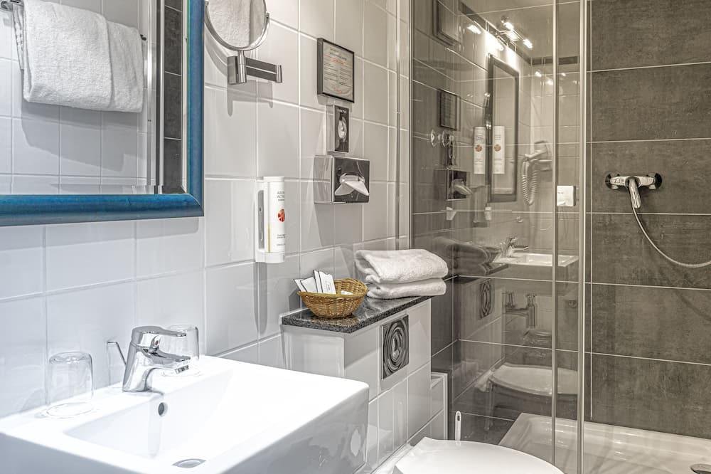 Comfort Üç Kişilik Oda - Banyo