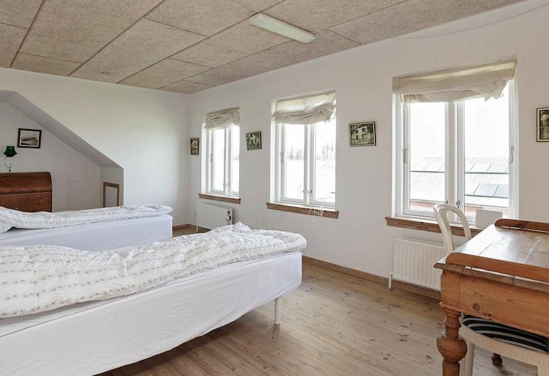 Quaint Holiday Home in Jutland Near Beaches, Logstor, Rom