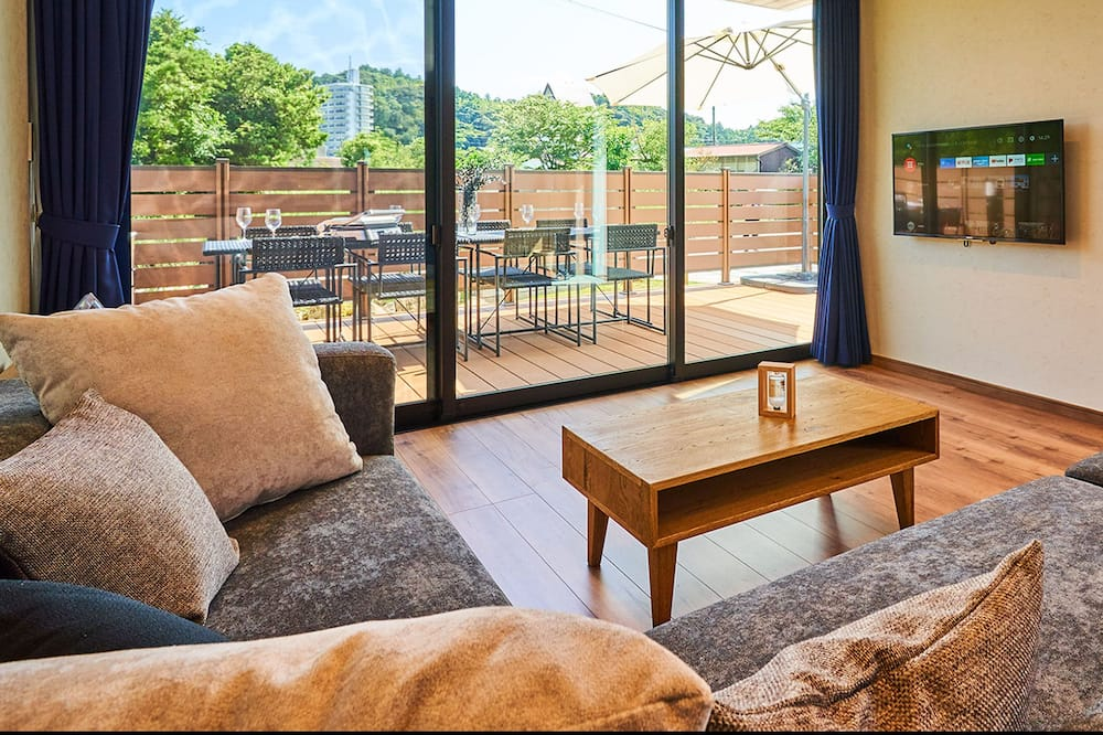 House (101) - Living Room