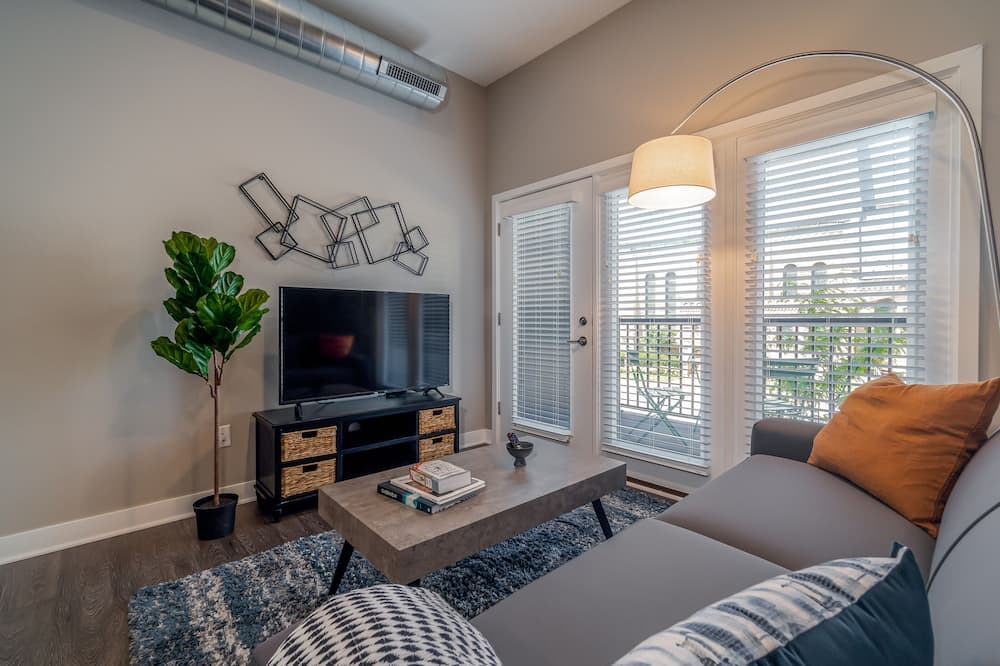 Family Apartment, 2 Bedrooms, Non Smoking, 2 Bathrooms - Living Room