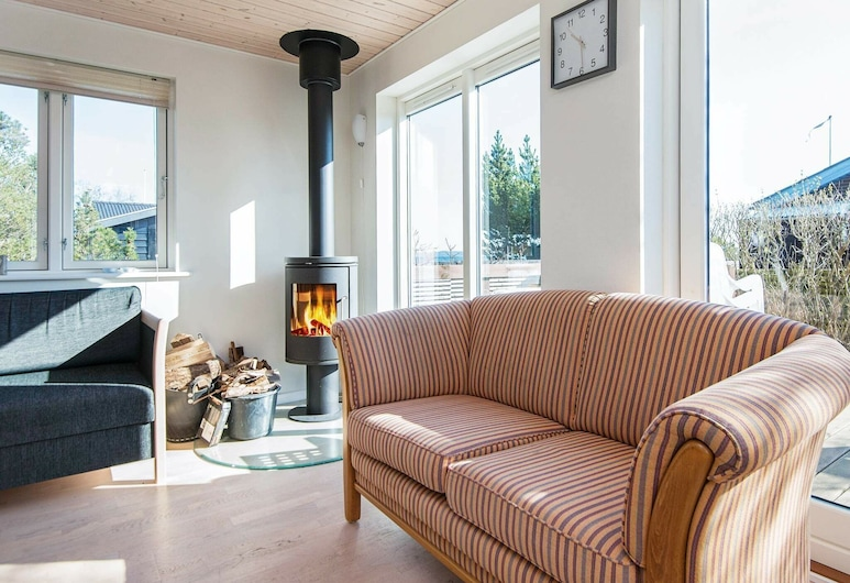 Cozy Holiday Home in Jutland With Sea View, Borkop, Salon