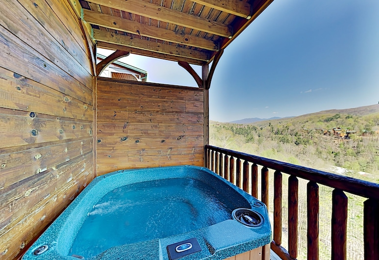 Gatlinburg Falls W/ Hot Tub & Big Views! 2 Bedroom Cabin, Gatlinburg, Açık Hava Spa Küveti