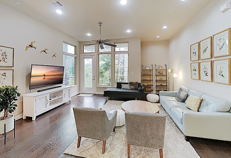 Washington Corridor All-suite W/ Gourmet Kitchen 3 Bedroom Townhouse, Houston