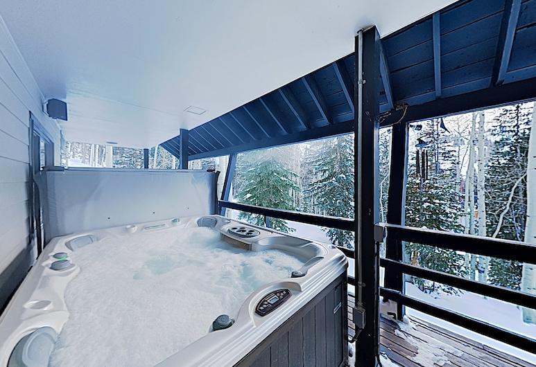 New Listing! Brighton Ski W/ Hot Tub 4 Bedroom Home, بريغهتون، ألاباما, منزل - ٤ غرف نوم, منتجع صحي