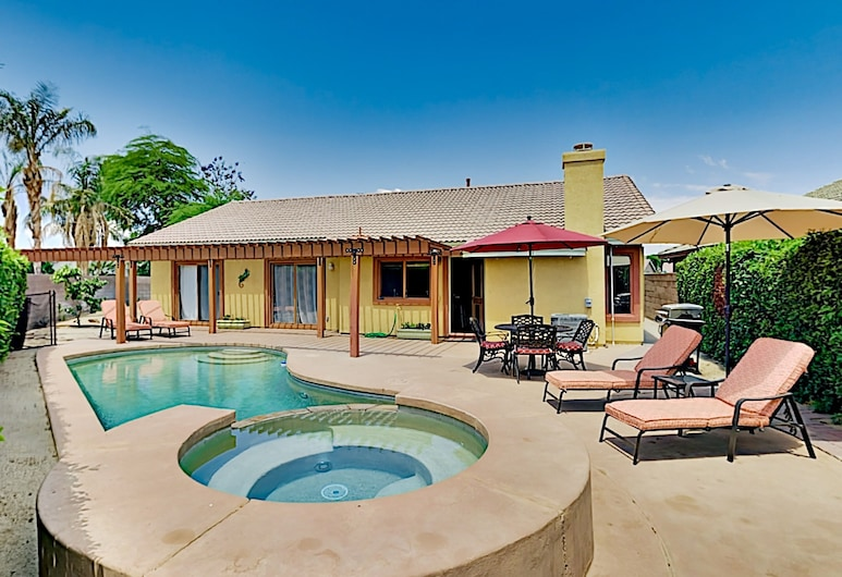 New Listing! Elegant Hideaway W/ Pool & Spa 3 Bedroom Home, La Quinta