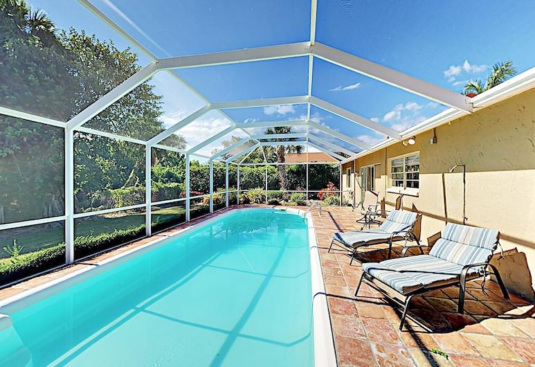 Upscale Beach Oasis W/ Screened Pool 3 Bedroom Home, East Syracuse, Hús - 3 svefnherbergi, Sundlaug