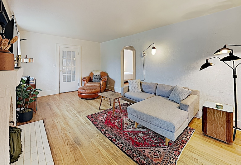 New Listing! Historic Getaway: Firepit, Large Yard 2 Bedroom Home, Нэшвилл