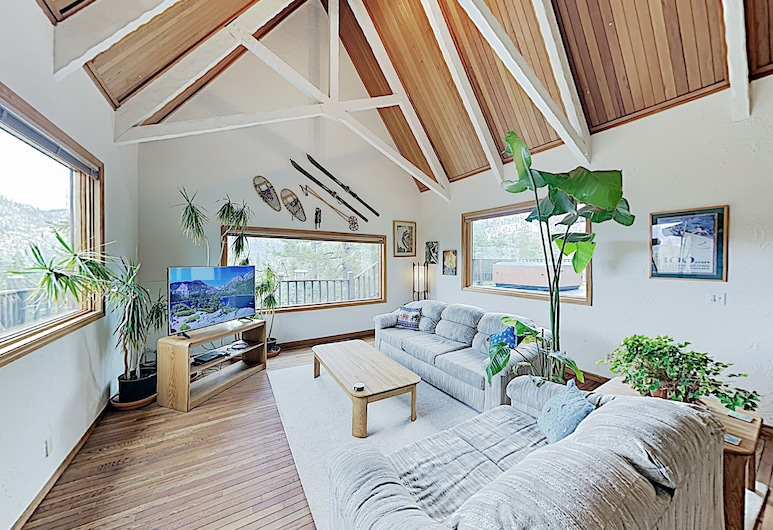 New Listing! The Castle On The Hill W/ Hot Tub 4 Bedroom Home, Tasik Tahoe Utara