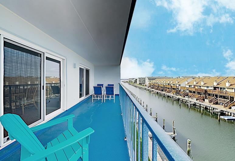Canal-front W/ Pools & Walkable Locale 2 Bedroom Condo, Ocean City