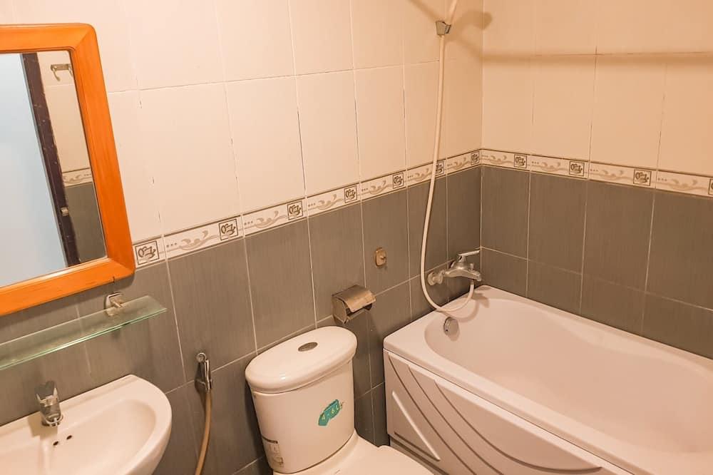 Zimmer (3 Queen Beds) - Badezimmer