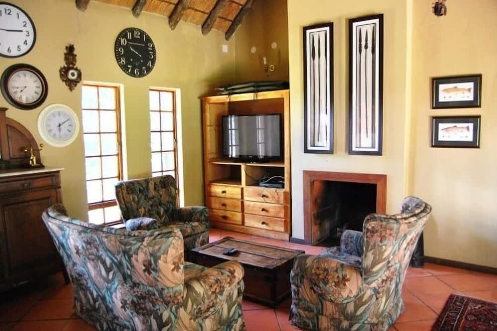 Deluxe Bungalow, 2 Bedrooms - Living Room