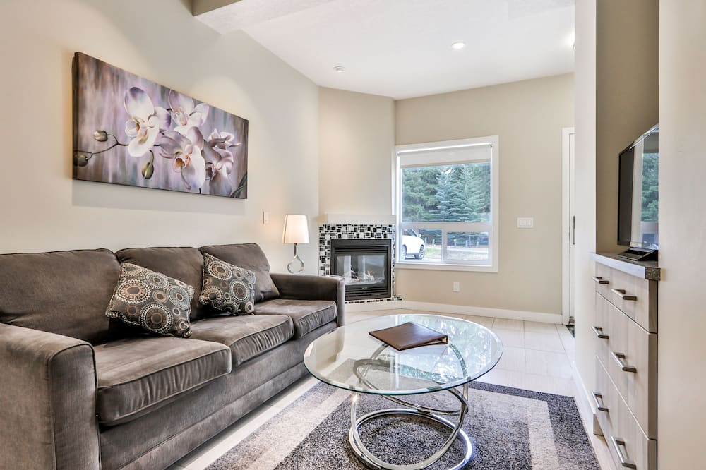 Premium Townhome, 2 Bedrooms, Mountain View - Living Room