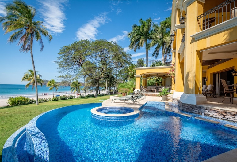Mediterranean-style Flamingo Mansion Offers the Ultimate in Beachfront Luxury, Playa Flamingo, Zwembad