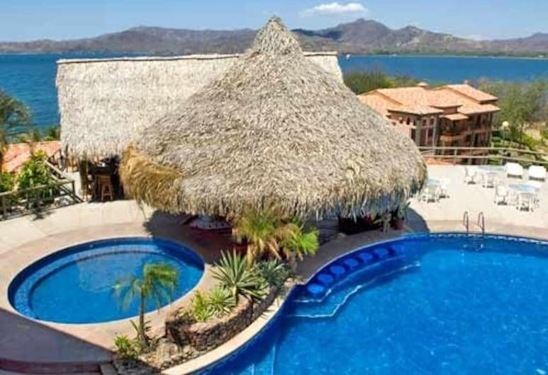 Spectacular - Spacious Unit in Flamingo With Pool in Front of the Beach, Playa Flamingo, Piscina