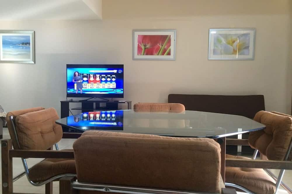 Well-priced Studio in Flamingo With Full Kitchen - TV - AC and Pool
