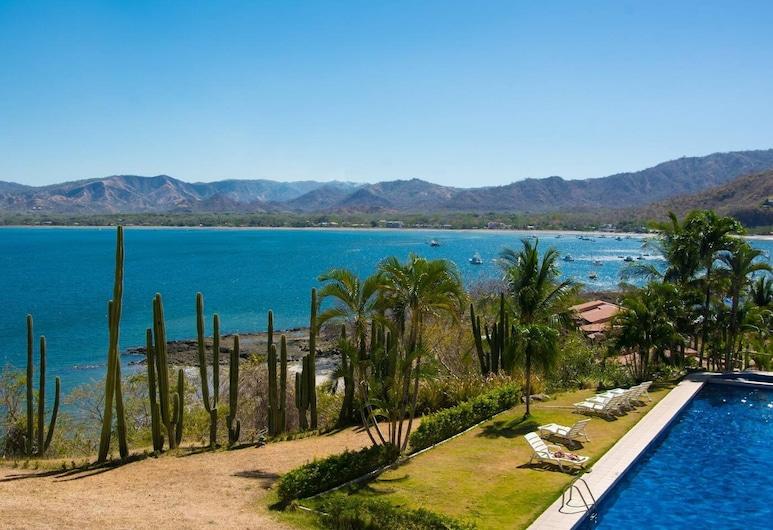 Panoramic Ocean Views - Spacious Terrace - Modern art and Pool in Flamingo, Playa Flamingo, Varanda