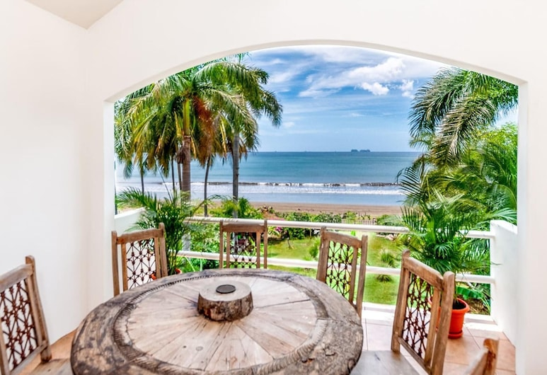 Wow! Palatial Beachfront Potrero Retreat Sleeps up to 15 - With Private Pool, Potrero, Balcony