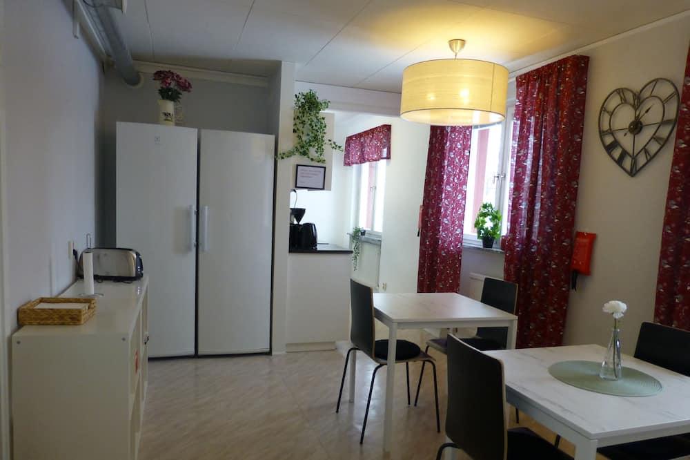 Twin kamer, 2 eenpersoonsbedden, gemeenschappelijke badkamer - Gemeenschappelijke keukenfaciliteiten