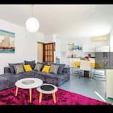 Διαμέρισμα (Four-Bedroom Apartment with Balcony) - Καθιστικό