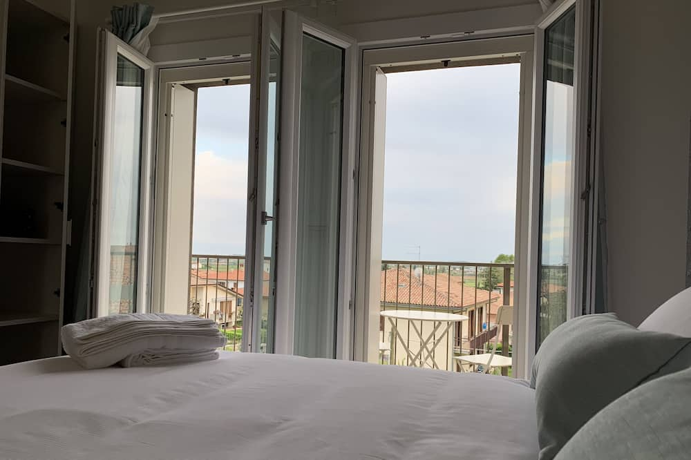 דירה, מרפסת - חדר אורחים
