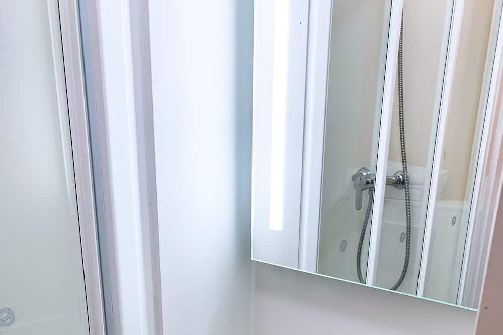 Zimmer, 1 Doppelbett - Badezimmer