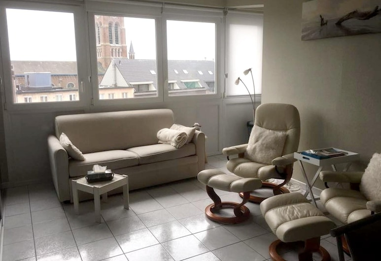 Apartment With one Bedroom in Blankenberge, With Wonderful City View and Wifi - 200 m From the Beach, Blankenberge, Living Room