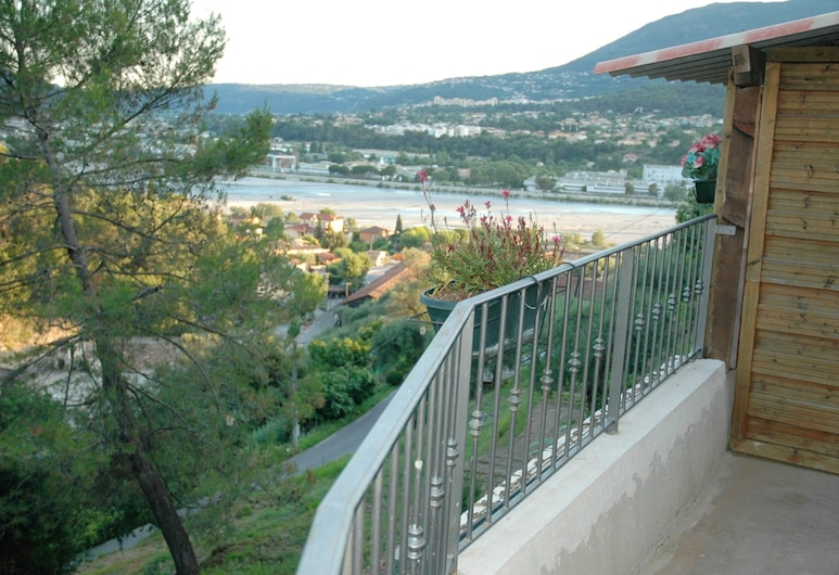 Apartment With one Bedroom in Castagniers, With Wonderful Mountain View, Shared Pool, Furnished Garden - 15 km From the Beach, Castagniers, Balkoni