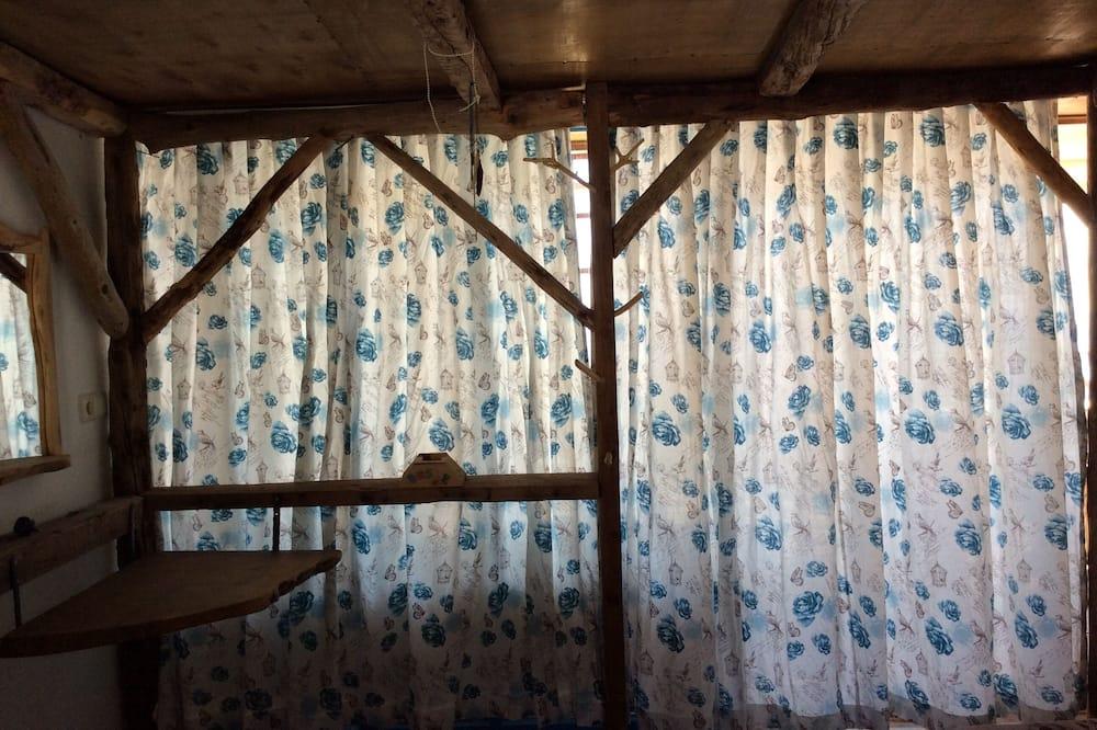 Standard Triple Room, Shared Bathroom, Sea View - Living Area