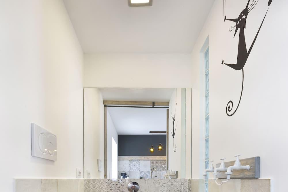 Duplex, 2 Bedrooms - Bathroom