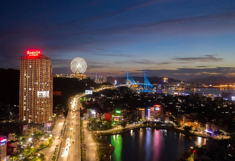 Ramada Hotel & Suites by Wyndham Halong Bay View, Hạ Long
