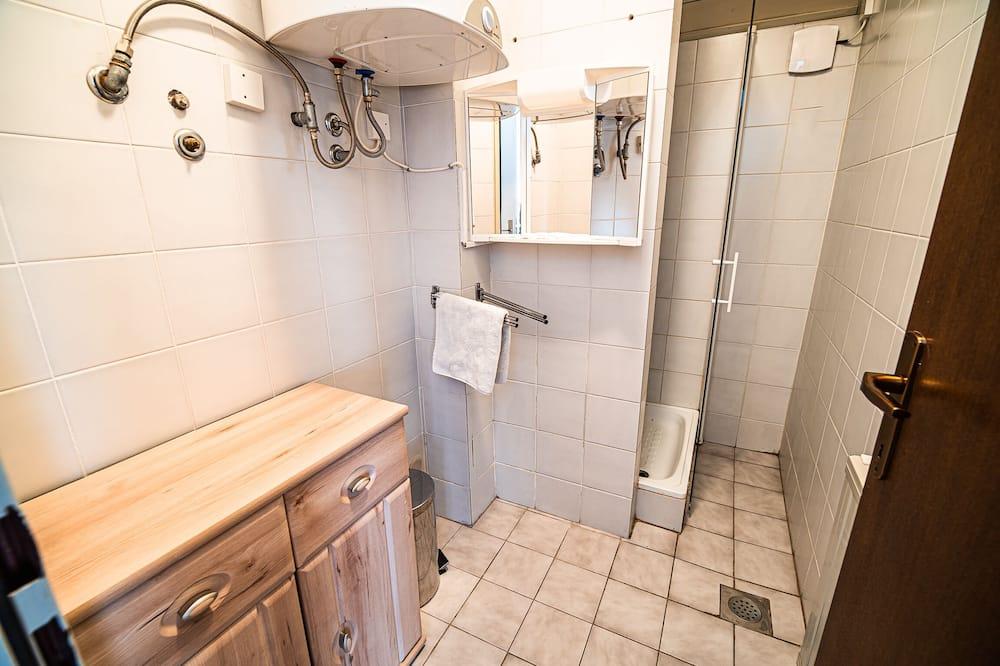 Driepersoonskamer (Triple room) - Badkamer