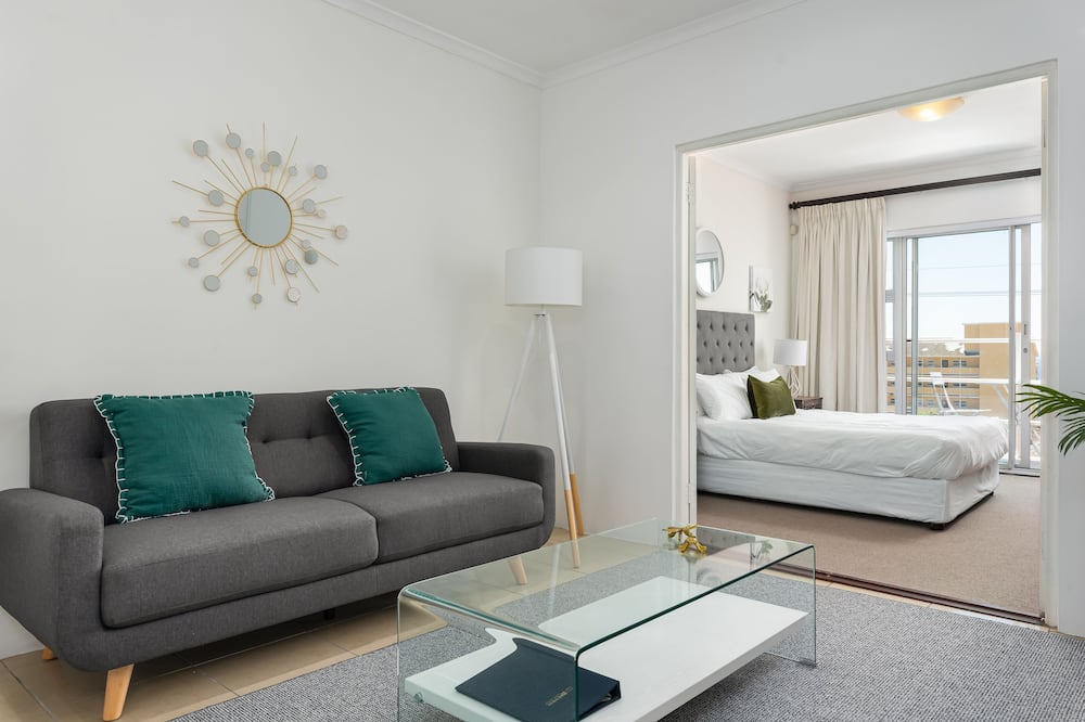 Family House, 4 Bedrooms - Living Room