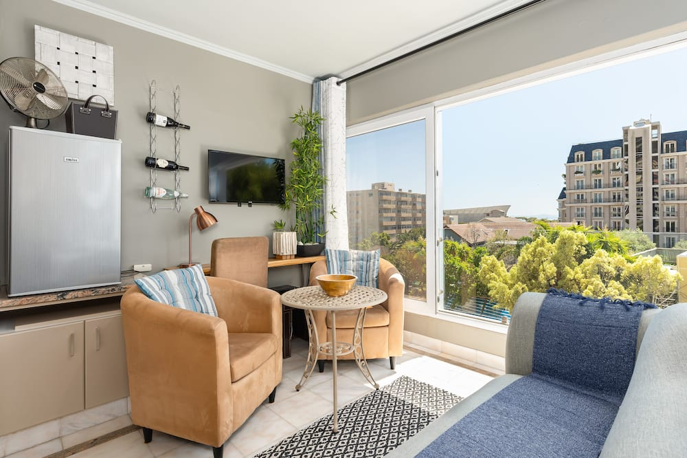 Elite Studio - Living Room