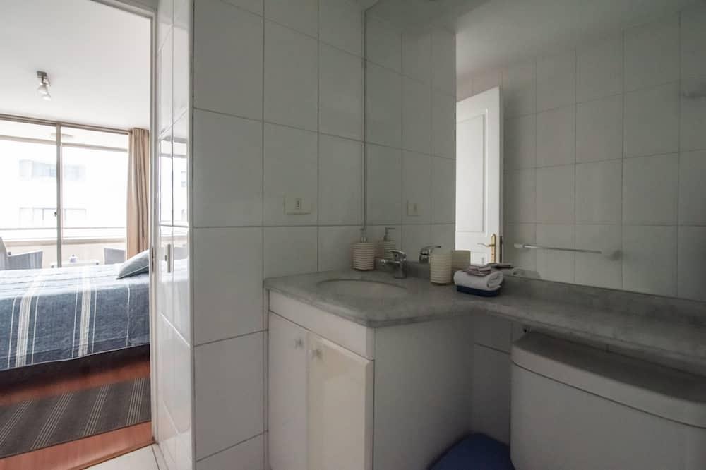 Апартаменты, 1 двуспальная кровать, отдельная ванная комната - Ванная комната