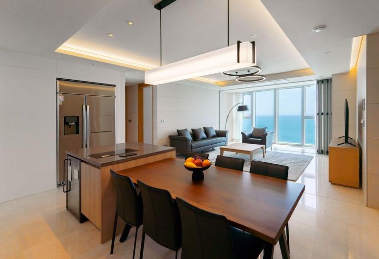 Grand LCT Residence, Busan, Junior-Suite, eingeschränkter Meerblick, Wohnbereich