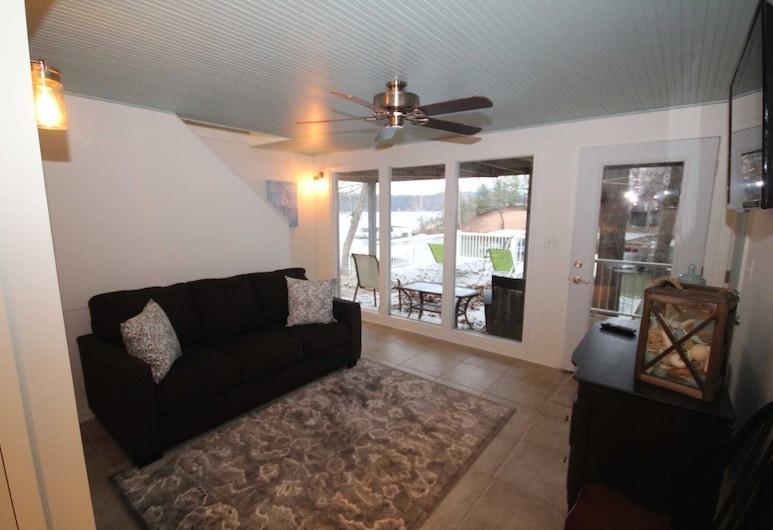 Sioux Trail 3 Bedroom Home, Osage Beach, Innanhúss