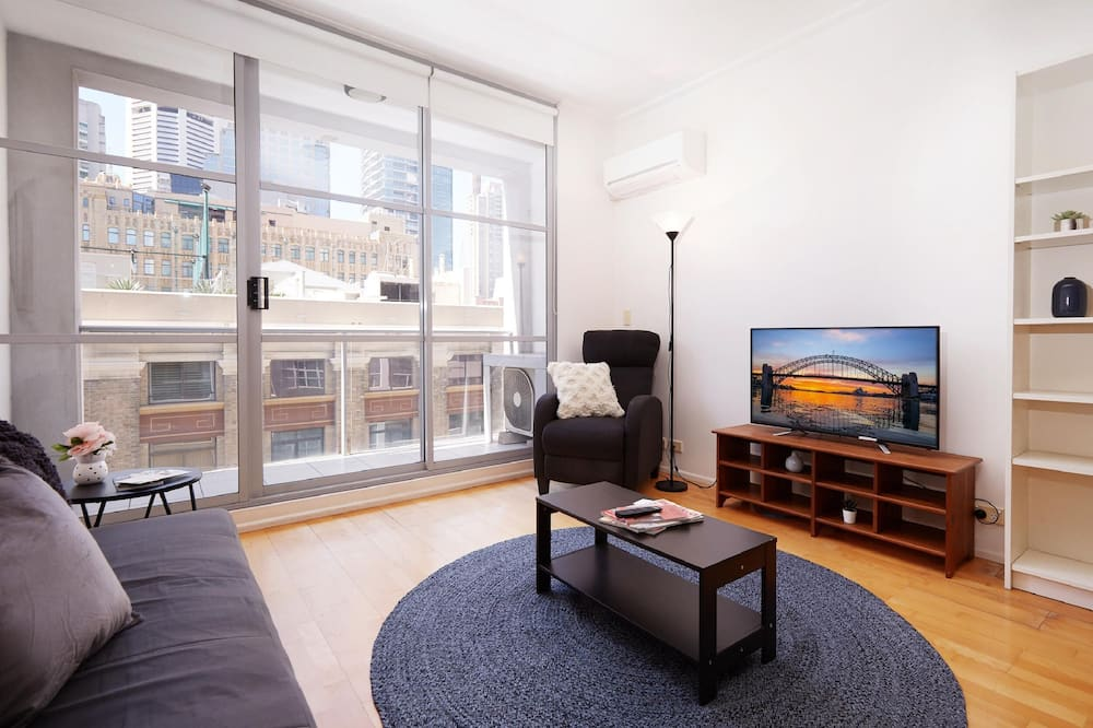 Spacious and Bright Studio in the Middle of Town