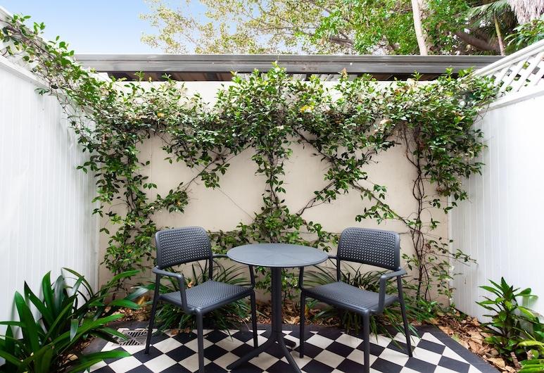 Leafy and Tranquil Inner West Studio Apartment, Lewisham, Balcón