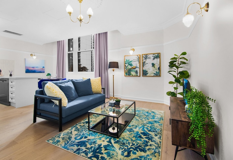 Central Apartment With Spacious Living and Dining, Brisbane