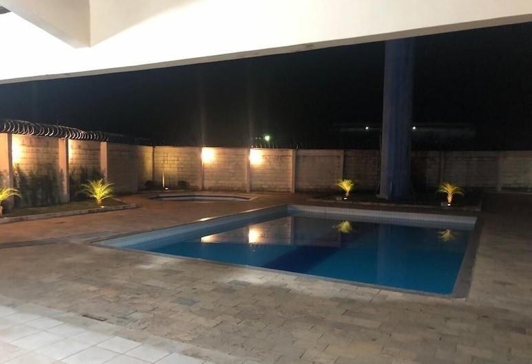 Hotel Teófilo Otoni, Teofilo Otoni, Alberca
