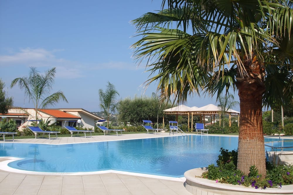 2 bed Apartment With a Spectacular Panoramic Sea, Coastline and Mountain Views, Ricadi