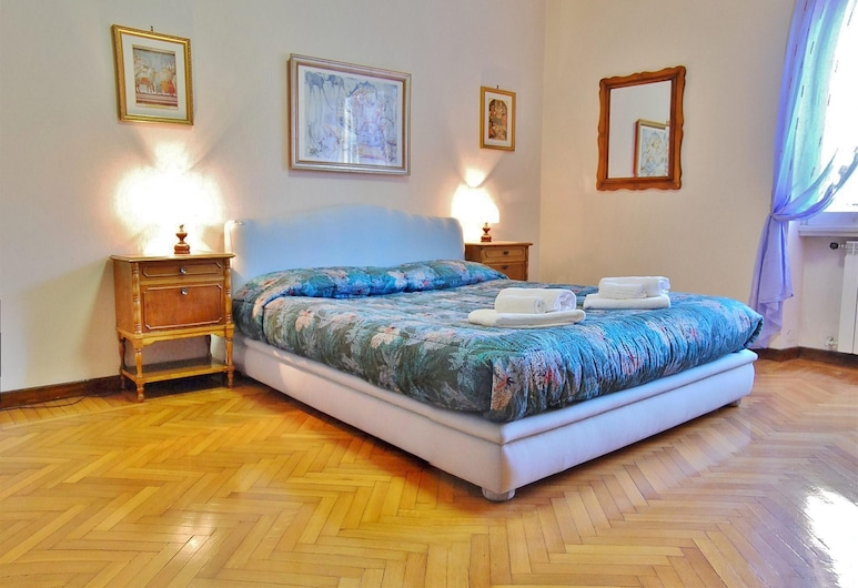 Luminous Trastevere Apartment, Wifi, Balcony, Lift, Parking, Rome, Room