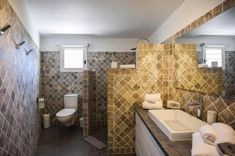 Villa (4 Bedrooms) - Bathroom
