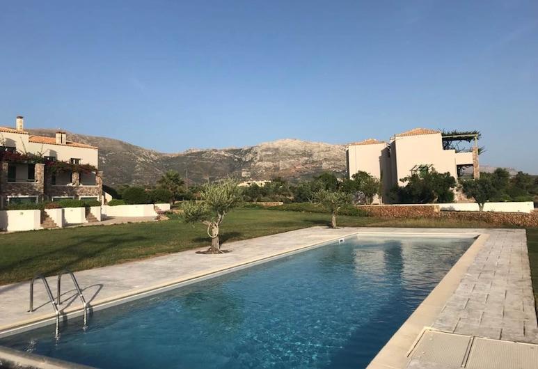 Wonderful Beach Front Villa Perfect for up to 6 People, Monemvasia, Hồ bơi